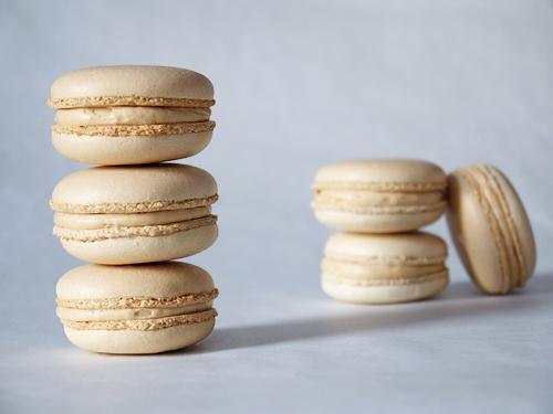 salted_caramel_macarons
