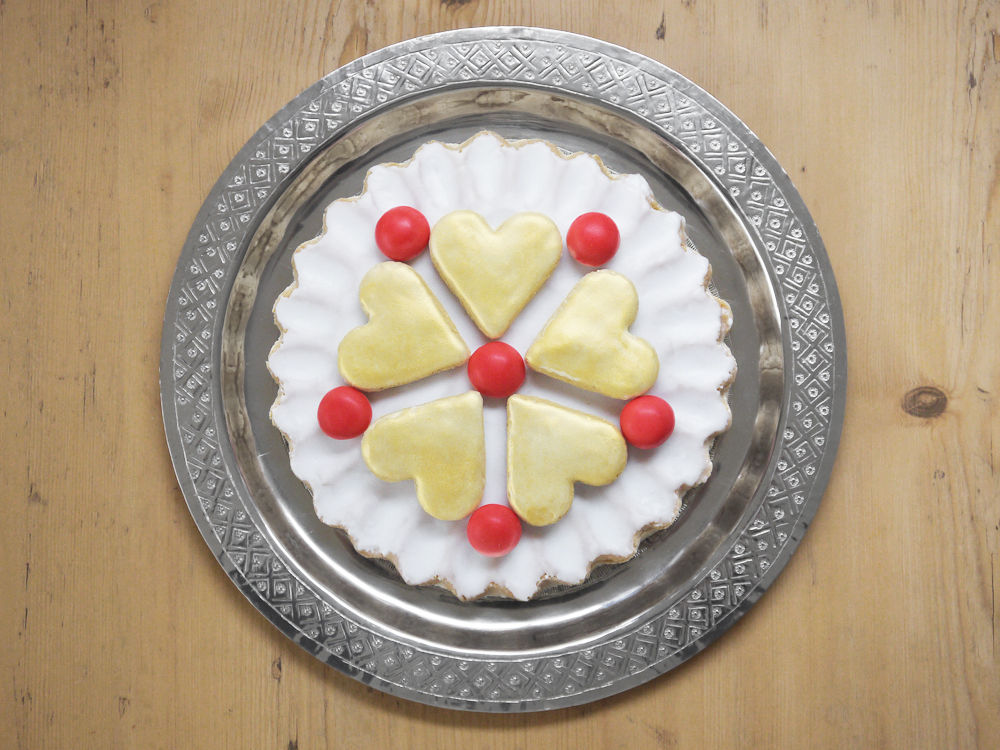 Elizabethan food londoneats it is a very simple confection which is something of an ancestor to our modern marzipan it consists of almonds which were finely ground and then mixed forumfinder Choice Image